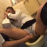 【中出しセックス動画】和式便所で酔いつぶれている意識朦朧のミニスカ巨乳ギャルに生ハメレイプ