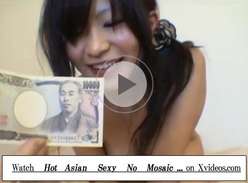 【無修正セックス動画】エロいフェラチオをするムチムチした女子大生に追い金払ってゴム姦しお腹に射精