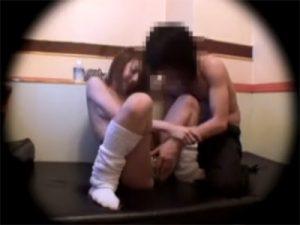 【盗撮セックス動画】ネカフェの個室をラブホテルと勘違いしてヤリ出す制服ルーズの女子校生を防犯カメラが撮影