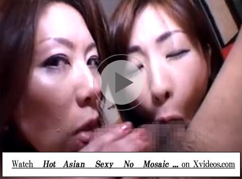 【無修正セックス動画】2人の痴女に弄ばれる手錠をハメられ目隠しされ身体には淫語を落書きされたM男