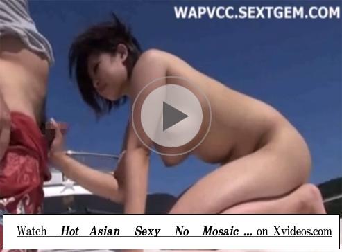 【無修正セックス動画】クルーザーの開放的な船上で青姦…Dカップのビキニギャルの小さなおまんこに中出し