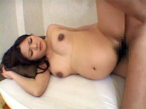 【巨乳セックス動画】臨月の美人妊婦が溢れ出る性欲を抑えきれず他人棒での性行為とローターオナニーを愉しむ
