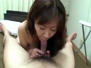 【無修正セックス動画】ムチポチャ熟女が若い男の元気なチンポやアナルを嬉しそうに舐め騎乗位で腰を振る