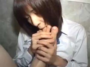【セックス動画情報】制服女子校生を監禁し首輪や乳首クリップをつけさせ性奴隷として調教する