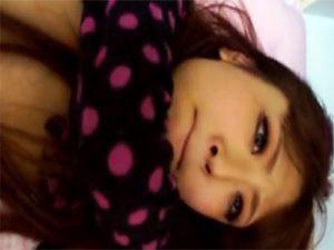 【無修正セックス動画】マン毛薄めの素人ギャルと自宅でハメ撮り…真っ赤なおまんこに生ハメして中出しする