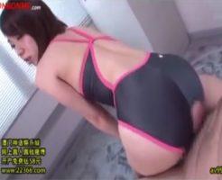 【SMセックス動画】競泳水着の痴女が椅子にロープで拘束されたメガネのデブM男の肉棒を尻コキやおまんこでシゴく