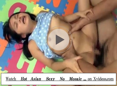 【セックス動画情報】小柄なロリ少女を乱暴に犯し顔射…射精後はお口を便器代わりに使いオシッコ