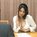 【セックス動画情報】欲求不満の専業主婦は保険の営業マンを家に連れ込んで誘惑しハメパコ