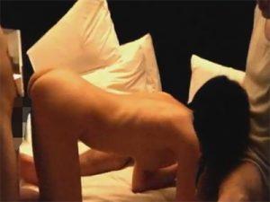 【無修正セックス動画】ラブホテルで2人のチャラ男が素人のお姉さんを廻して串刺しセックス