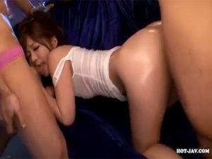 【AV女優セックス動画】「石原莉奈」のローションでテカテカになったスリムボディに刺さる肉棒