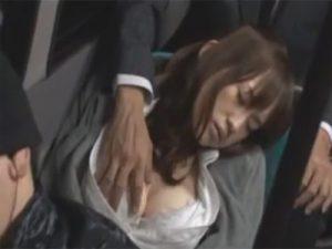 【レイプセックス動画】バスで居眠りしていたら痴漢され多目的トイレに連れていかれて強姦されるOL…