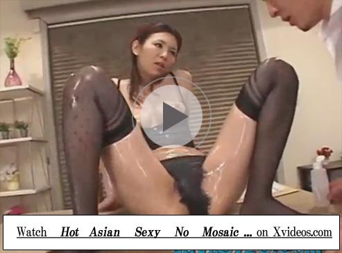 【セックス動画情報】巨乳の美熟女教師が教え子とエロい下着姿のままローションまみれで性行為