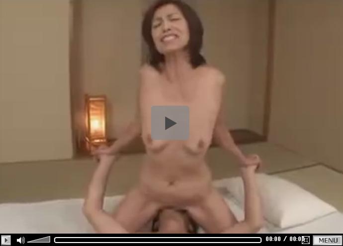 【セックス動画情報】シルク下着の清楚な奥様に中出し…10年ぶりのエッチで甲高い声で喘ぎまくる