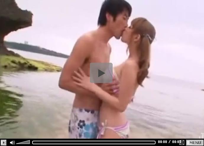 【セックス動画情報】Hカップの爆乳「ティア」が閑静な浜辺でビキニを脱いですっぽんぽんになり青姦