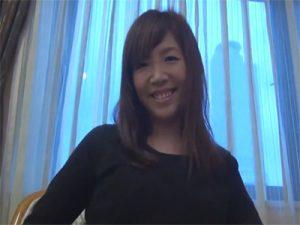 【セックス動画情報】愛嬌のある三十路人妻がイカされまくり雰囲気に流されて中出しをおねだり