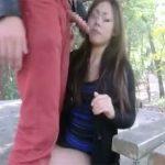 【青姦セックス動画】昼間の公園で彼氏と野外セックスする素人の変態女…その後は露出プレイを楽しむ
