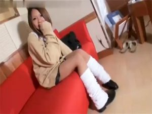 【無修正セックス動画】激ミニルーズの18歳の女子校生とラブホテルでハメ撮りして若々しいおまんこに中出し