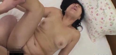 【セックスエロ動画】閉経前の思い出にAVに応募した52歳の人妻が人生初のハメ撮りSEXで乱れ狂うww