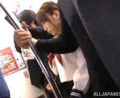 【セ●クスエ●動画】電車にて悪質な痴漢に遭遇し犯された女子JKが放心状態で座り込む 表紙