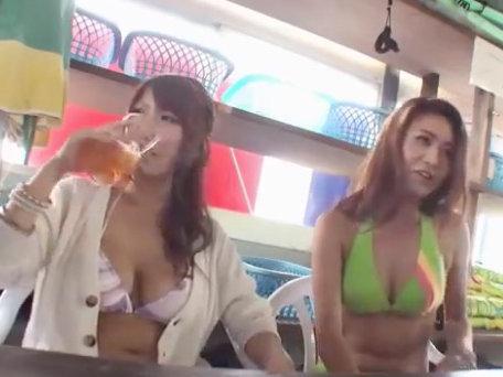 【セックスエロ動画】先にマッサージを受けた友達に騙されエッチなマッサージを受けるビキニギャル