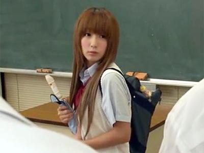 【セックスエロ動画】小学生のような顔立ちをしたJKが男子生徒のリコーダーでオナニーしてるのバレてパコられる。