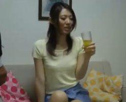 【セックスエロ動画】美女奥さん訪問販売の男性に媚薬を飲まされ発情しセクロスで無許可膣内射精される||セックスエロ動画,NTR,セクロス,フェラ,人妻,種付け