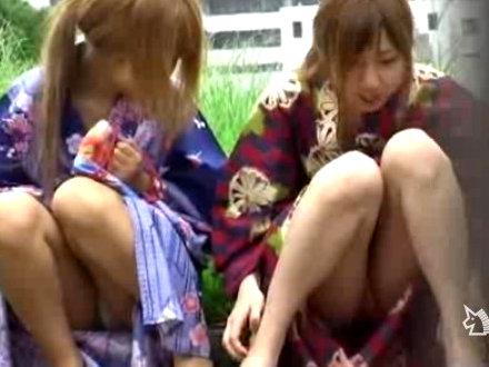 【セックスエロ動画】夏祭りを楽しみにするビッチそうなギャル二人組のパ○チラGET!