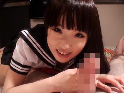 【セックスエロ動画】尋常じゃなくかわいい女子○生からガン見されながらチン○を弄ばれるM男ww
