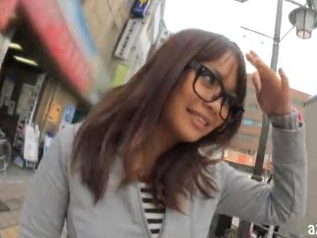 【セックスエロ動画】上京してきたJDが東京観光地で野外露出プレイ!奥井レナ