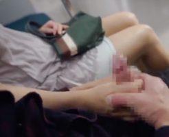 【セックスエロ動画】胸チラ&パ○チラしてる爆睡お姉さんの手を取り手コキする痴漢||セックスエロ動画,巨乳,手コキ,痴漢