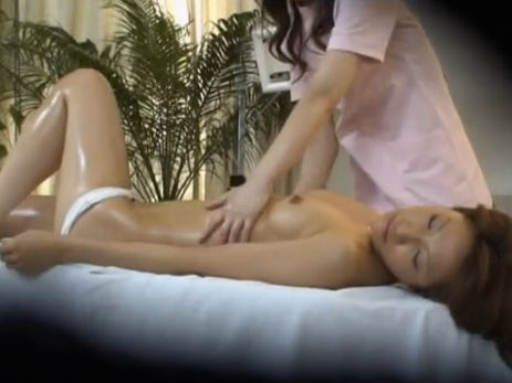 【セックスエロ動画】媚薬を飲まされエステティシャンにレズられるギャルギャルww
