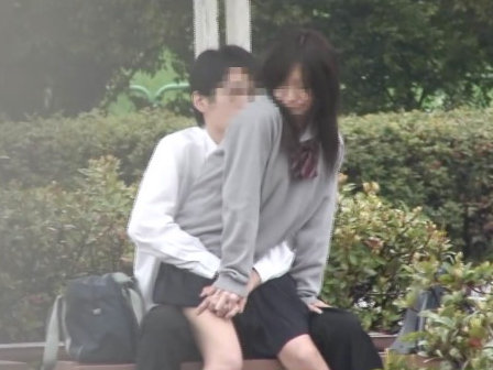 【セックスエロ動画】エッチを覚えヤリタイ盛りなJKカップルたちが性欲抑えきれず公園でFUCK