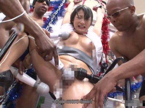 【セックスエロ動画】1人旅で沖縄に来た女子大生が黒人兵に3人に集団強姦されて絶叫アクメ地獄・・・
