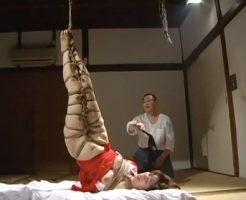 【セックスエロ動画】がっつりと縄で縛られ、吊るし上げられながら鞭打ちされ悶絶するお色気熟女||セックスエロ動画,巨乳,拘束,熟女