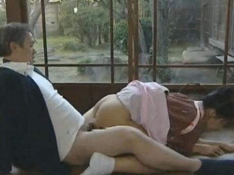 【セックスエロ動画】病弱な妻が入院した途端に女中で性欲を満たしまくるキチ○イ旦那 ヘンリー塚本