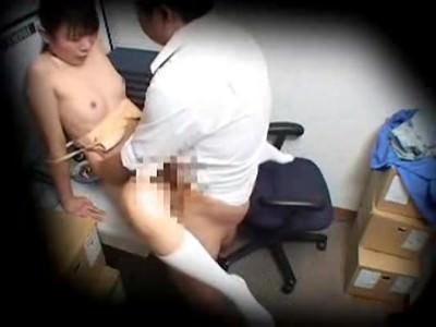 【セックスエロ動画】仕事でミスした責任をマンコで取らされるパート妻!キチ○イ店長に事務室に監禁され膣内射精姦・・・