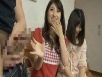 【セックスエロ動画】ナンパされてセンズリ鑑賞させられる素人娘たちが興奮してまさかの乱交w