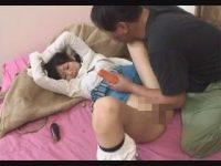 【セックスエロ動画】エアコンの修理業者にレ○プされた女子中〇生!無毛マンコに異物挿入して処女膜破壊・・・