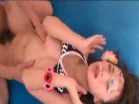 【ギャルセックス動画】ビキニギャルを正常位で犯しながら高粘度で濃厚な精子を顔や口内にぶっかける