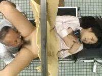 【セックスエロ動画】妊娠検査にやって来た制服娘に説教しながらレ○プしちゃうキチ○イ医師www