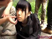 【レイプセックス動画】ロリ少女をカバンに詰めて拉致した悪い大人達が輪姦し電マやチンポや指マンで凌辱