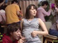 【セックスエロ動画】糞ガキ達に連続中出しレ◯プされ子供を身ごもった人妻女教師 みなみ菜々