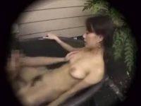 【盗撮セックス動画】貸切露天風呂でハメだすカップル…潜望鏡フェラチオや湯船に入ったまま結合