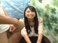 【セックスエロ動画】センズリ鑑賞させられてニヤニヤが止まらなくなっちゃった素人お姉さんw