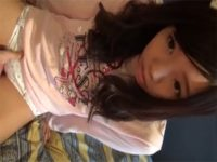 【ロリセックス動画】JSみたいな綿パンにノーブラのパイパン黒髪少女に騎乗位で生でハメさせて中出し