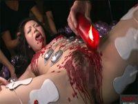 【無修正セックス動画】SMプレイで拷問レイプされる巨乳女…電気責めや蝋燭責めや首絞めプレイで精神崩壊寸前