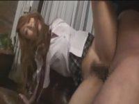 【女子校生セックス動画】下校中の生意気そうなミニスカギャル女子校生がセックスを懇願され3P