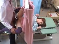 【レイプセックス動画】産婦人科に妊娠確認に来た巨乳ギャルで中出しの性処理やエロい身体を盗撮するクズ医者