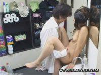 【盗撮セックス動画】キャバクラのトイレに設置した隠しカメラが貧乳のキャバ嬢とボーイの交尾を激写