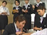 【コスプレセックス動画】エコノミークラス症候群防止のためにヌキのサービスのついた航空会社の研修の様子